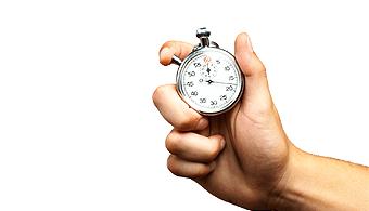 Como fazer Declaração do Imposto de Renda - mão segurando um cronômetro